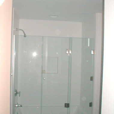 Bi-Fold-3-Panel-Tub-Enclosure